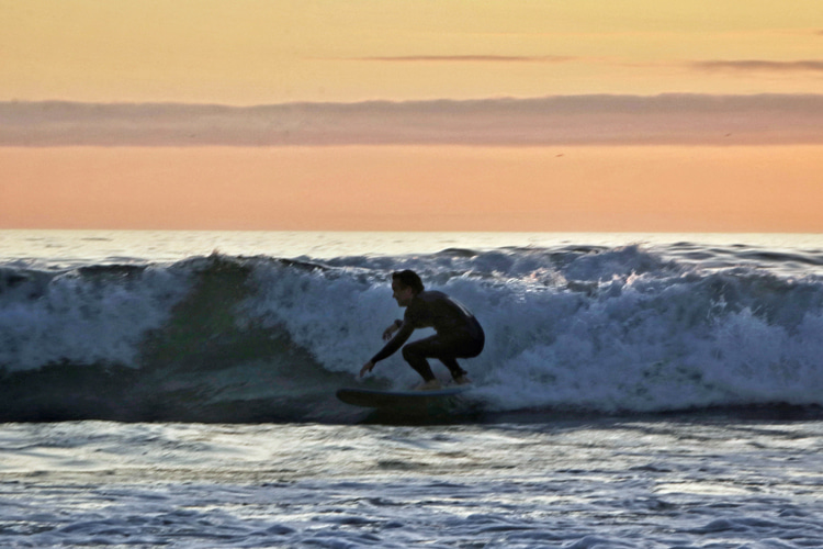 Surf photography: shooting against the sunset is never easy | Photo: Renato Marins
