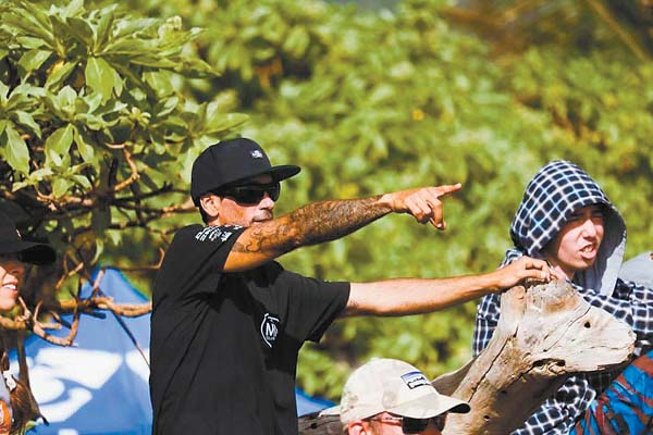 Coach Speak: Everett helps Hana surf team excel   News, Sports, Jobs – Maui News