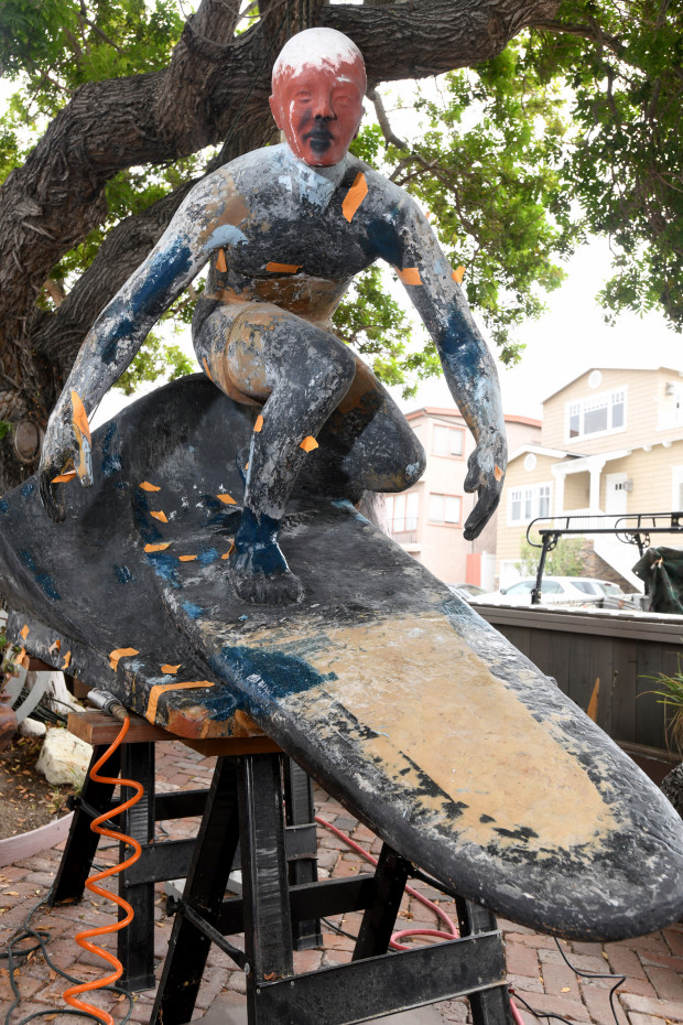 Original statue of a surfing Tim Kelly gets a head during 15-year restoration project – The Daily Breeze