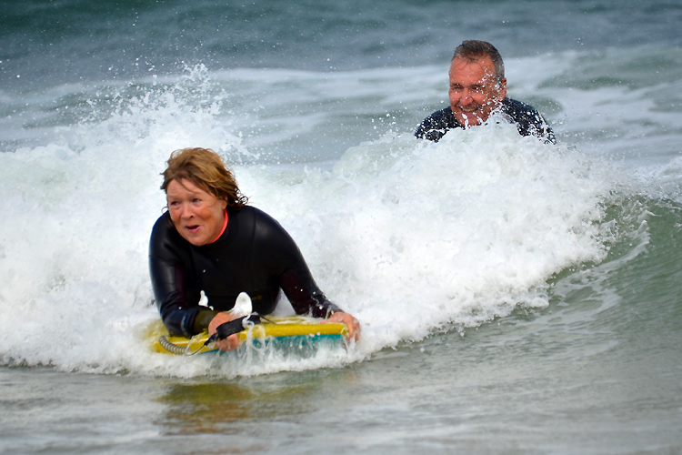 """Board Stiffs"": the group of retirees who discovered bodyboarding – SurferToday"