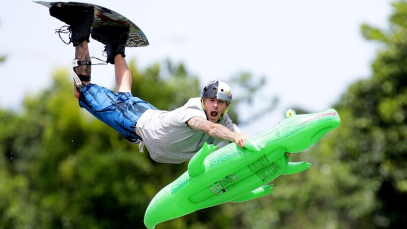 Coast wakeboarder creates waves on The Bachelorette – Noosa News