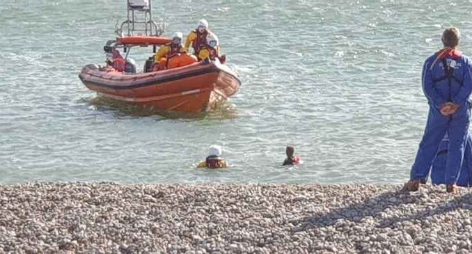 Lifeboat crew called to rescue of windsurfer – LymeOnline